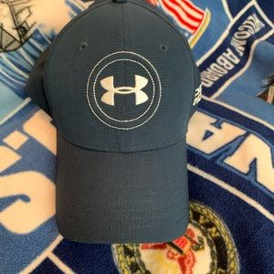 Under armour md/lg fitted excellent shape.